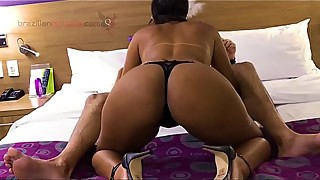 BRAZILIAN HOTWIFE MENAGE 5 C&Acirc_MERA 3 COMPLETO NO XVIDEOS RED