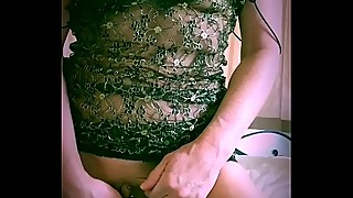 Bored housewife sexplores her pussy using an orange
